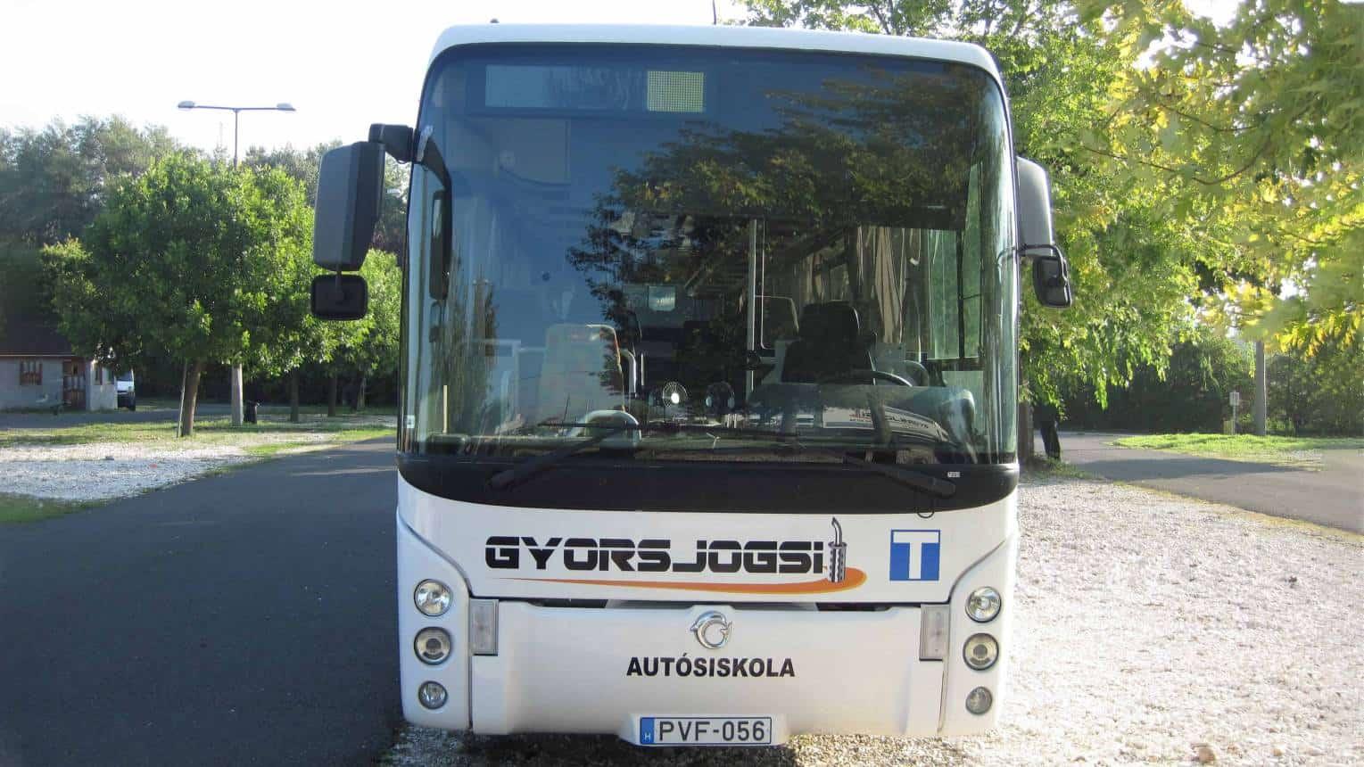 Kamion-és buszvezetés