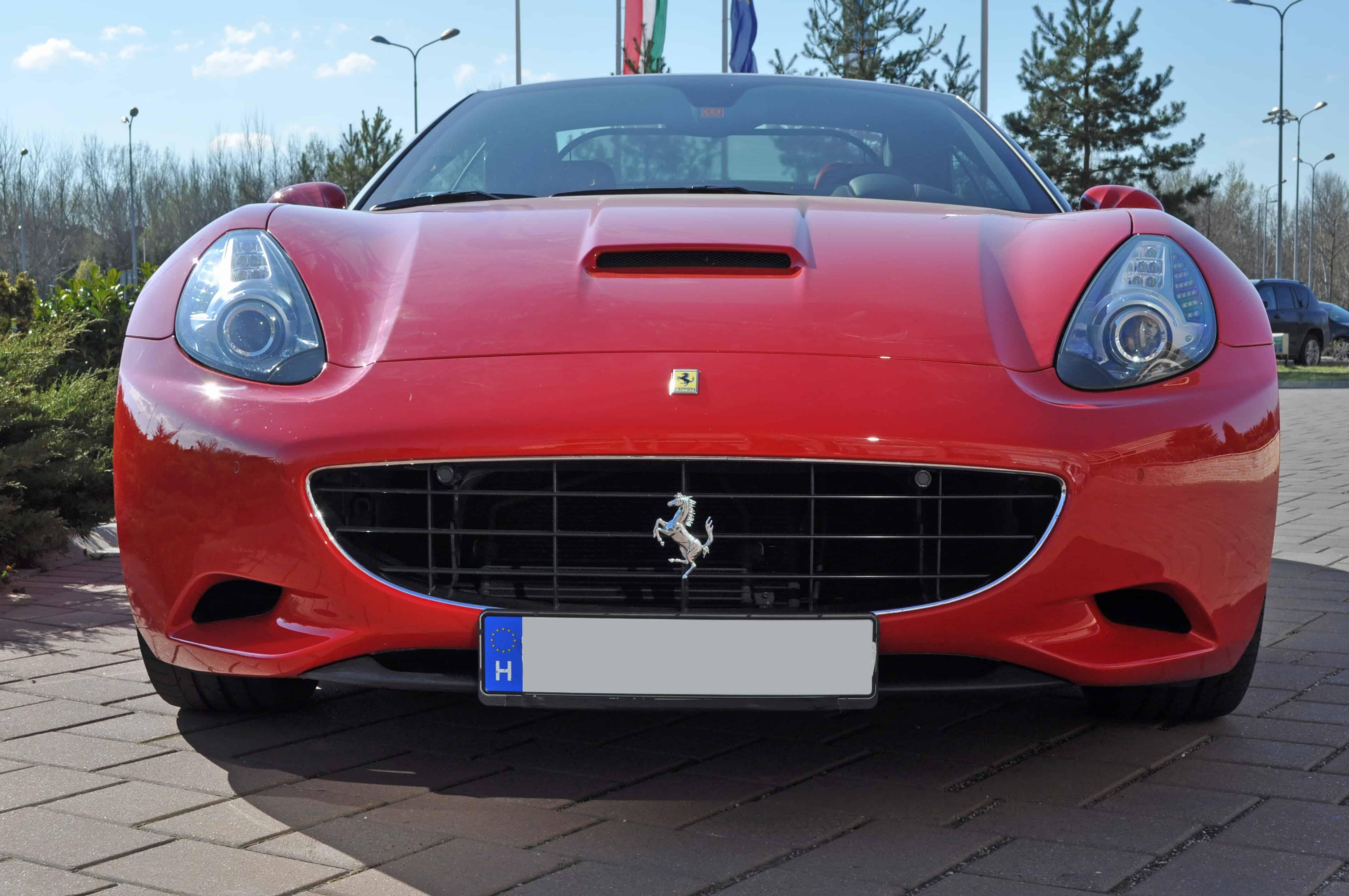 Ferrari California autópályás vezetés