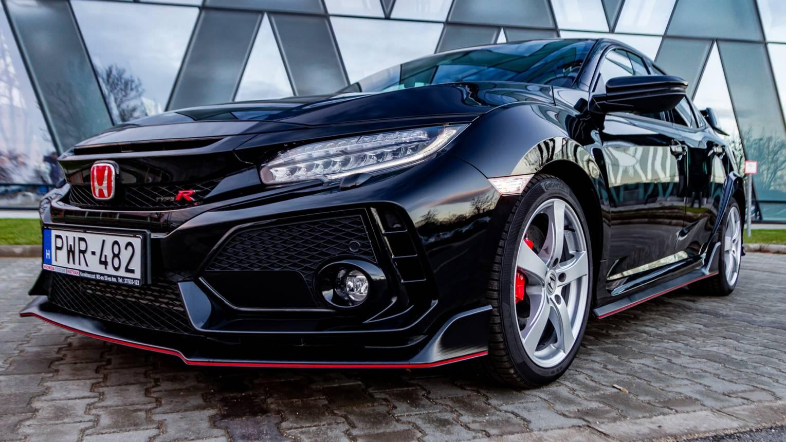 Honda Civic Type R élményvezetés közúton ezzel a kis ördöggel