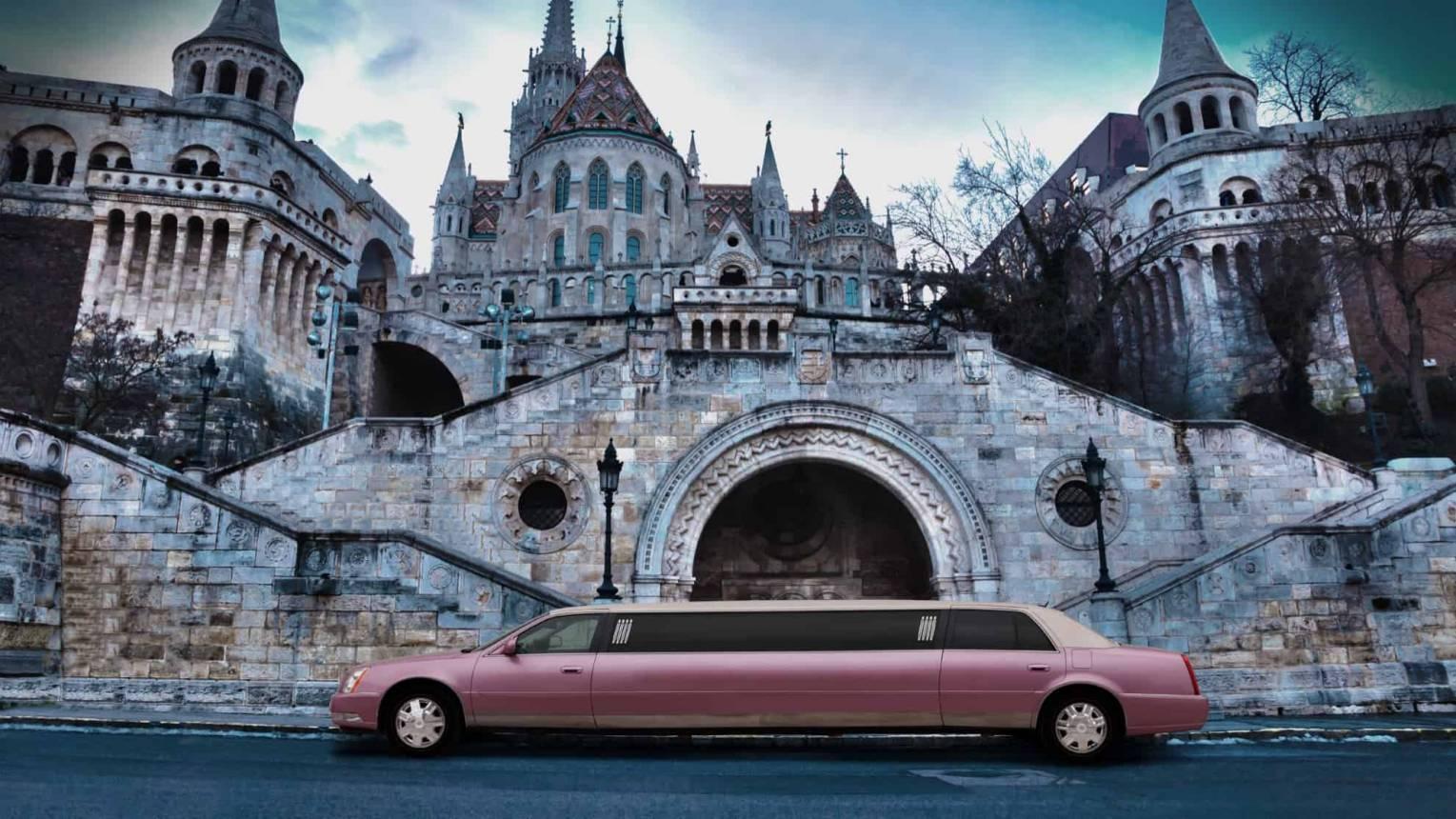 Pink Cadillac limuzin