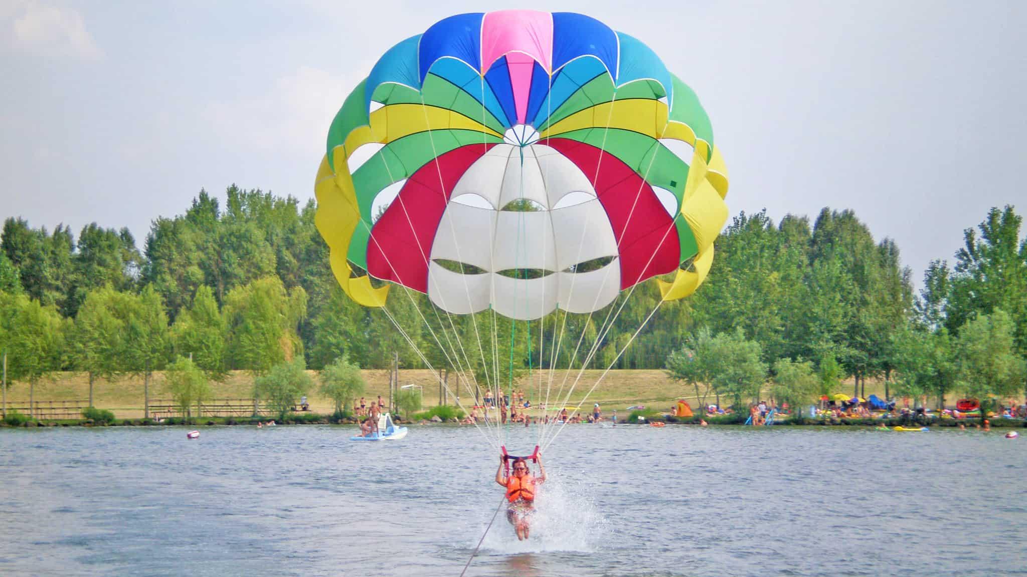 Víziejtőernyőzés a Tisza tavon