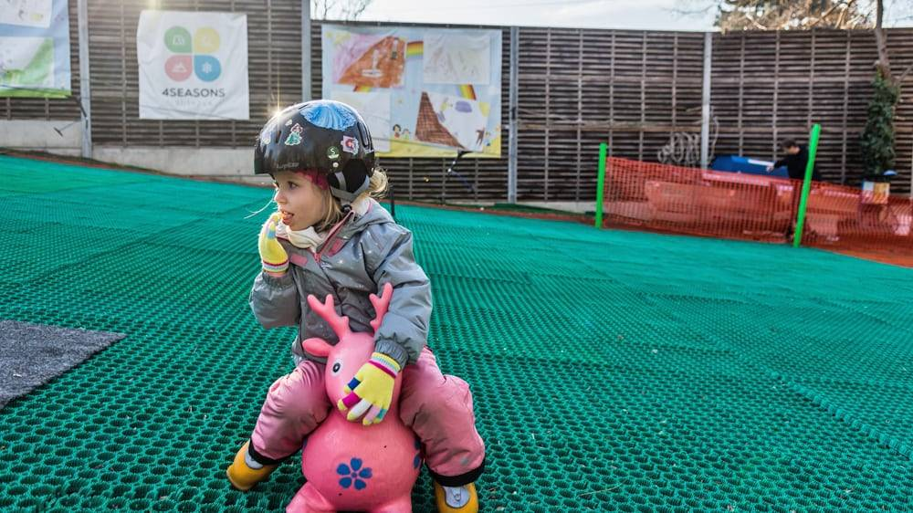 Privát Síoktatás Gyerekeknek műanyag pályán akár teljesen kezdőknek