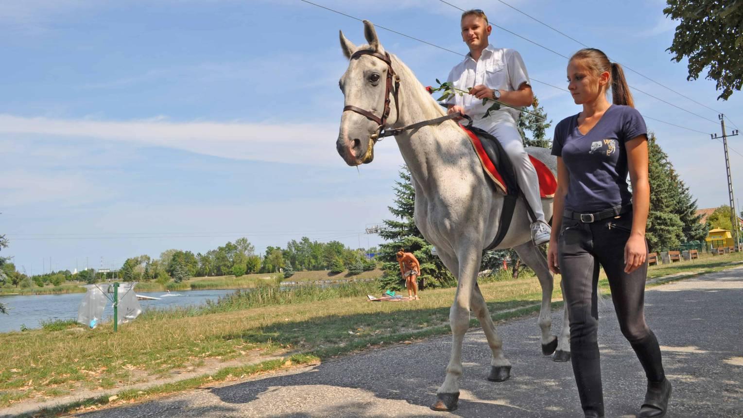 Leánykérés Fehér lovon