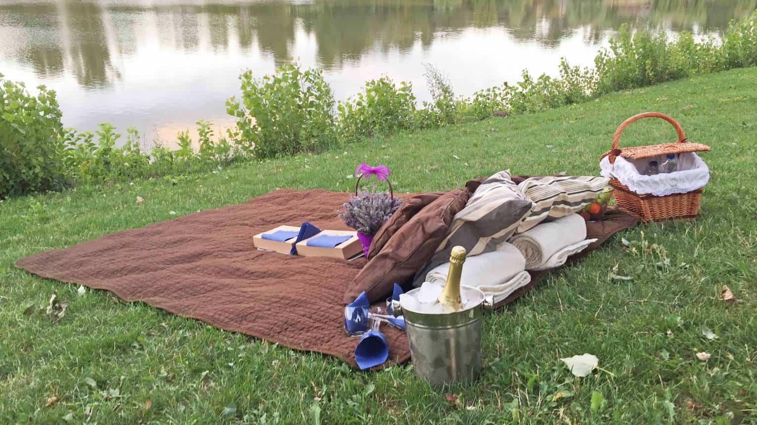 Páros romantikus piknikezés a Kopaszi-gáton