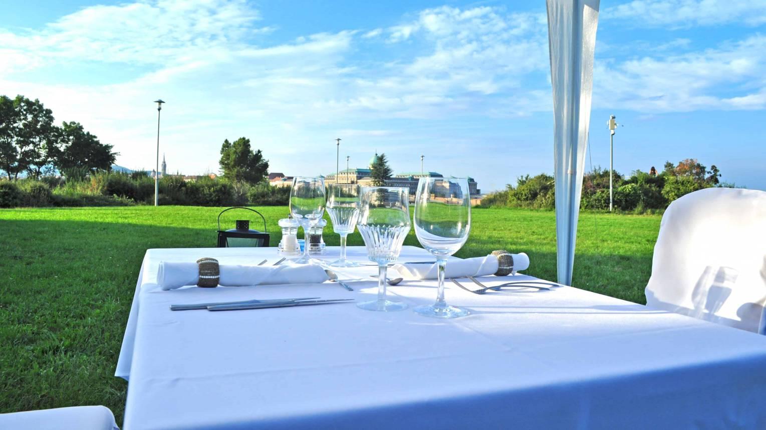 Páros romantikus vacsora különleges helyszíneken