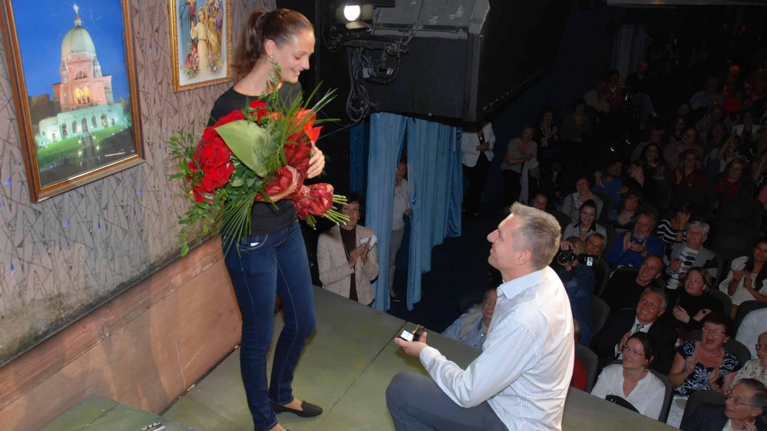 Lánykérés színházi előadáson
