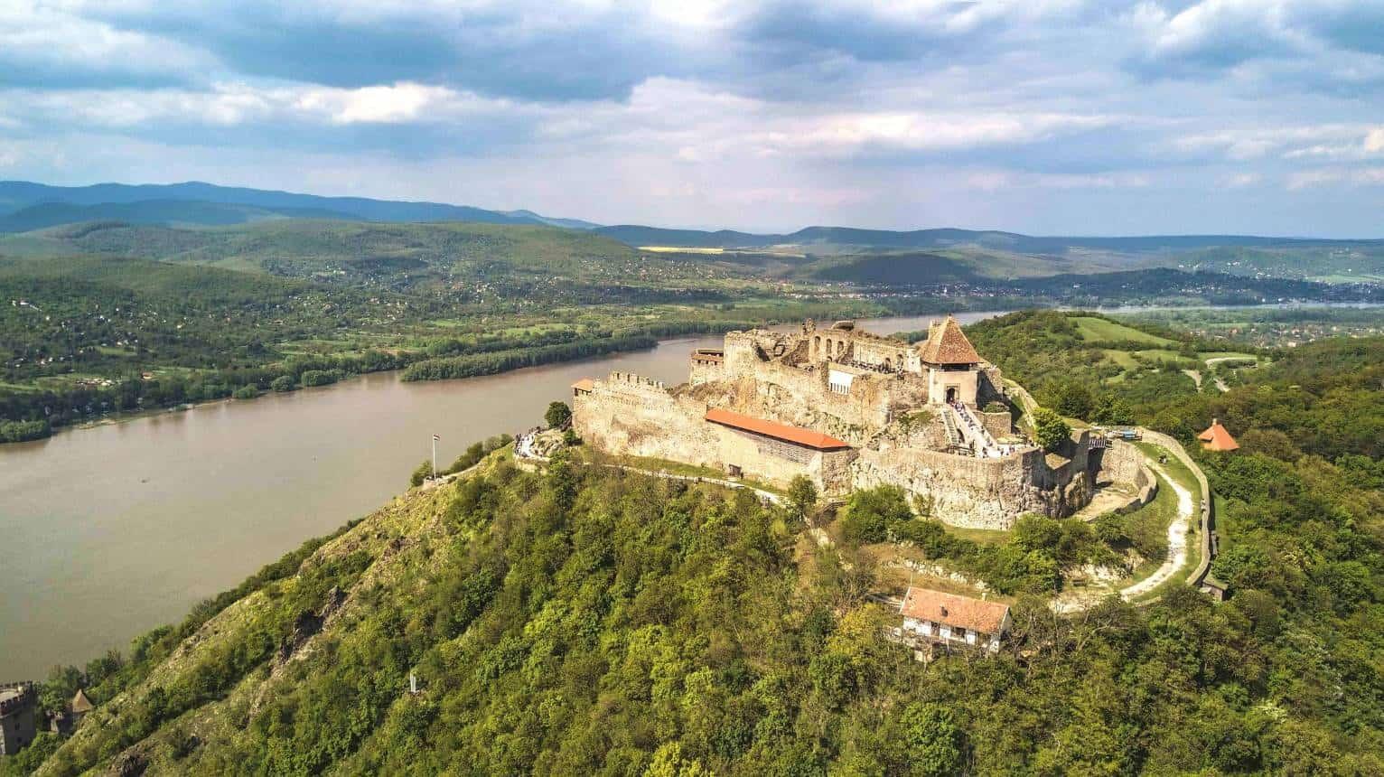 Budapest-Visegrád élményrepülés helikopterrel 1-3 fő részére