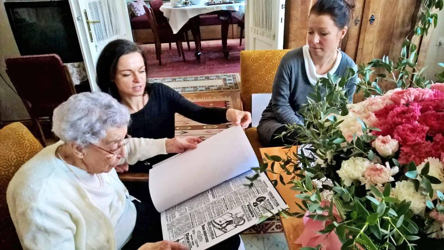 2feccdd053 60 oldalas VIP bőrkötéses születésnapi újság a Nagy Napról - Meglepkék