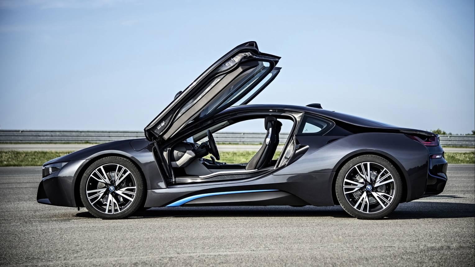 BMW i8-as szuper sportkocsi kölcsönzése