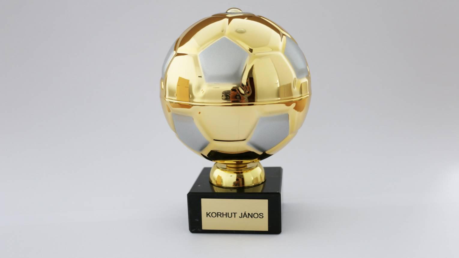 Aranylabda egyedi gravírozással