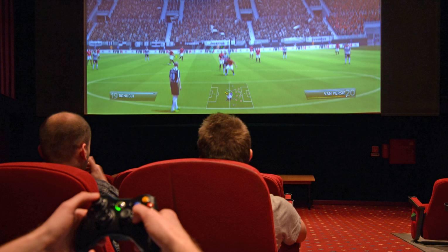 Playstation / Xbox haverokkal mozivásznon!