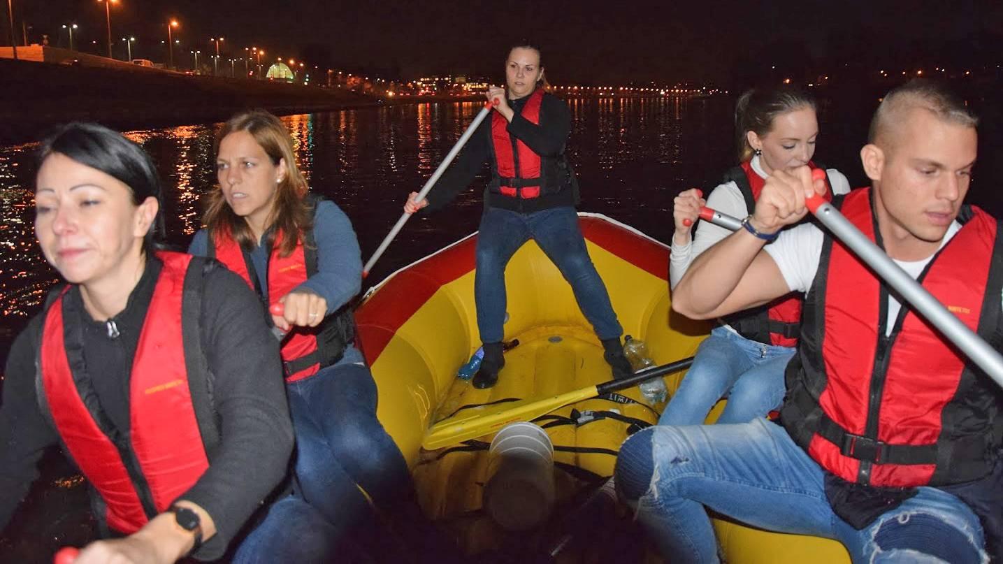 Éjszakai rafting program Budapesten a Dunán
