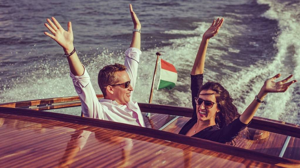 Profi fotózással egybekötött élményhajózás vízi limuzinnal