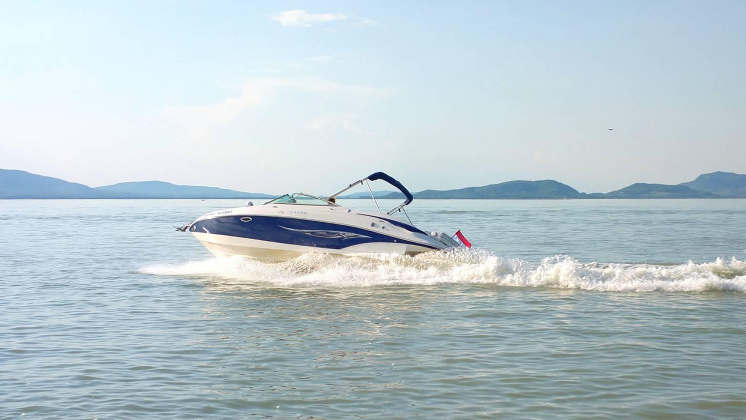 Vizitaxizás Luxus motoros yachttal 7 fő részére