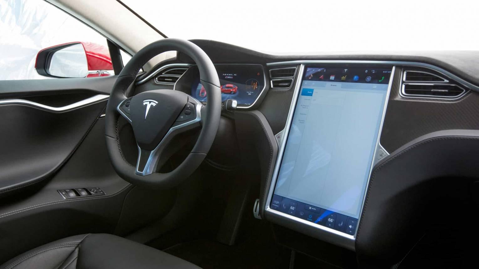 Tesla Model S P90D vezetés a DRX-ringen