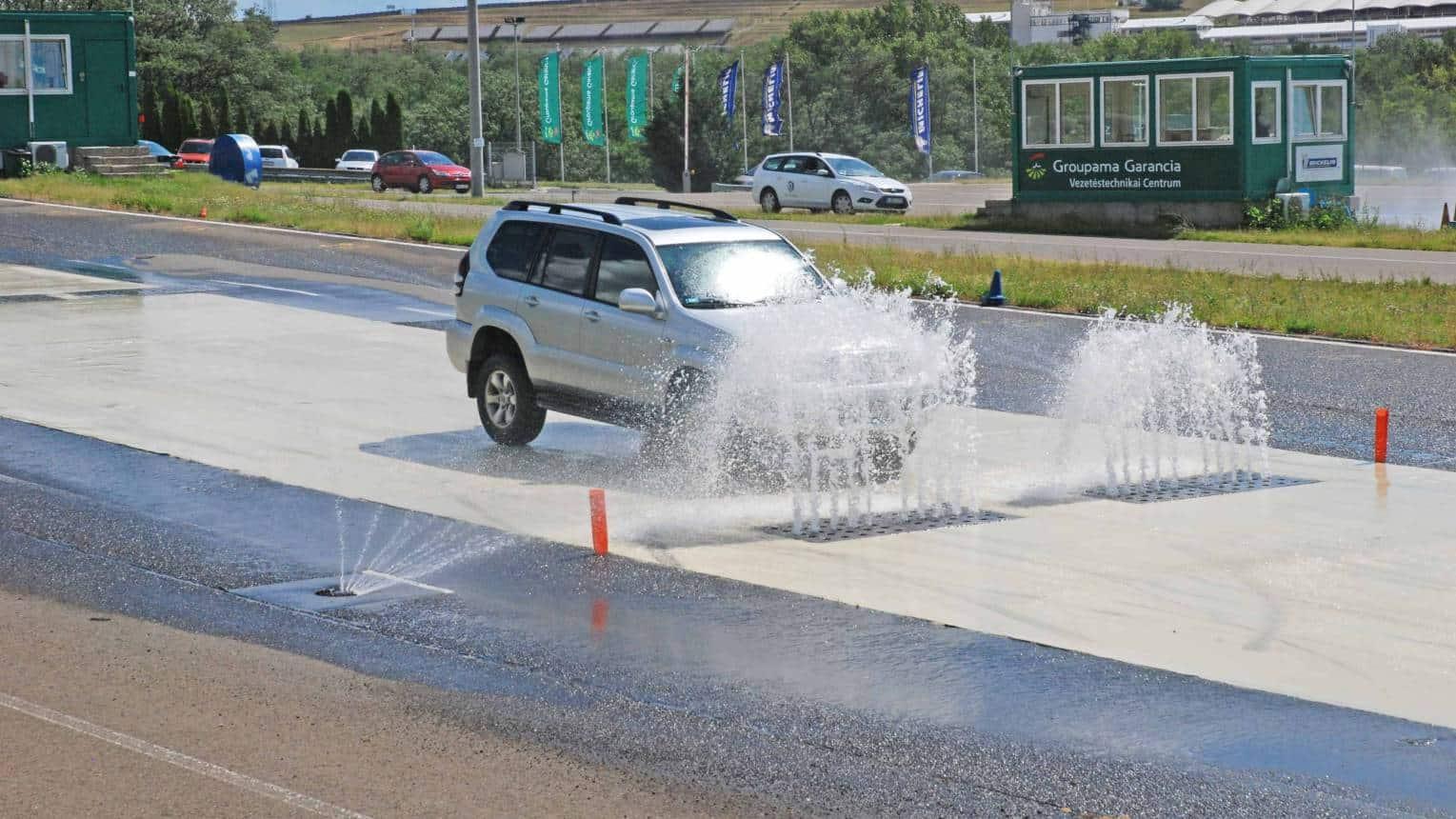 Black Ice Vezetési traning a DrivingCamp vezetéstechnikai pályán