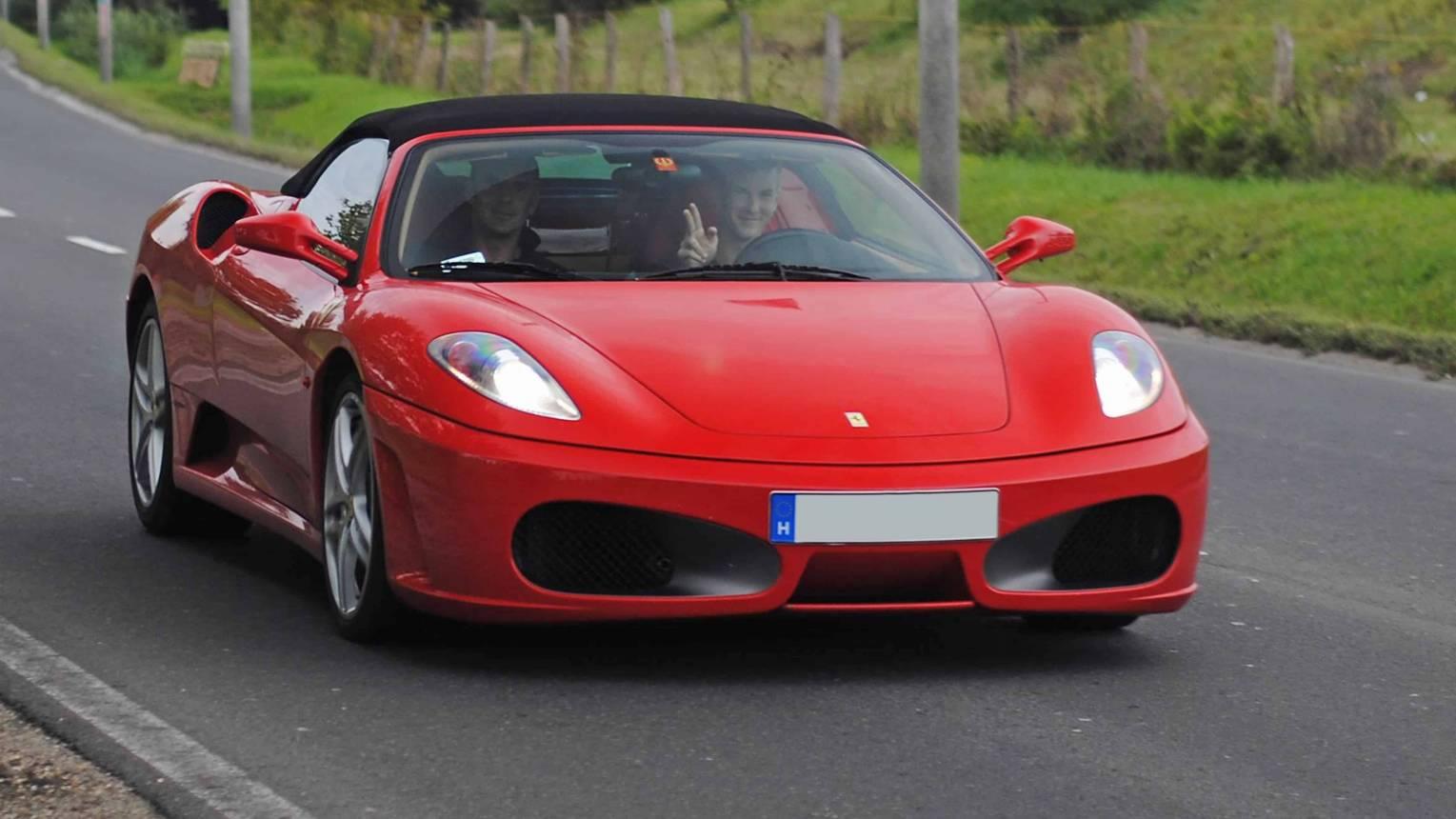 Ferrari 430 utcai vezetés