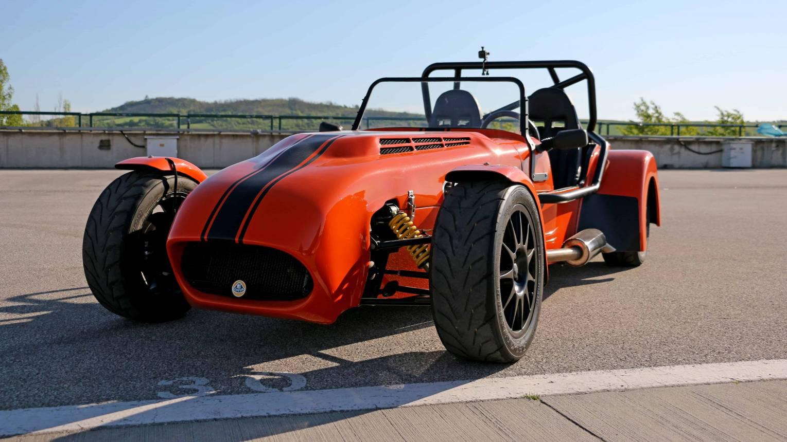 Lotus Super Seven vezetés a Hungaroringen