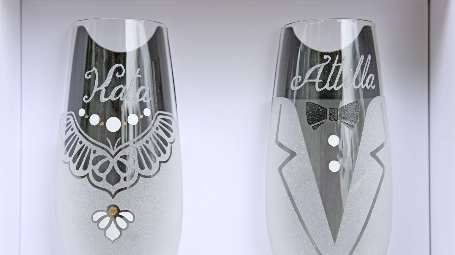 Egyedi Férfi-Nő pezsgőspohár gravírozva