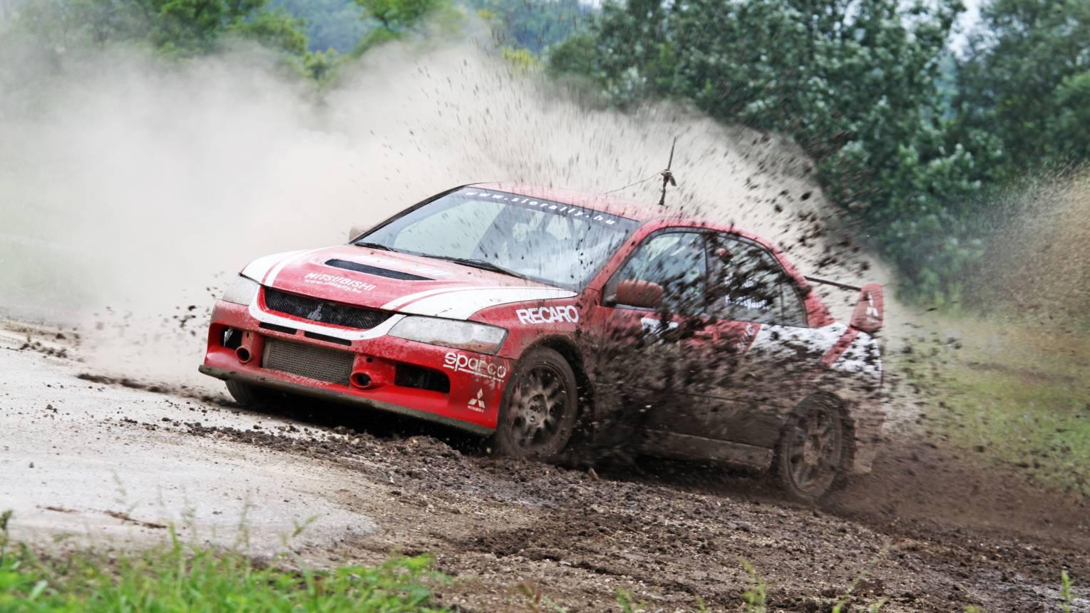 VIP Subaru és Mitsubishi rally autó vezetés