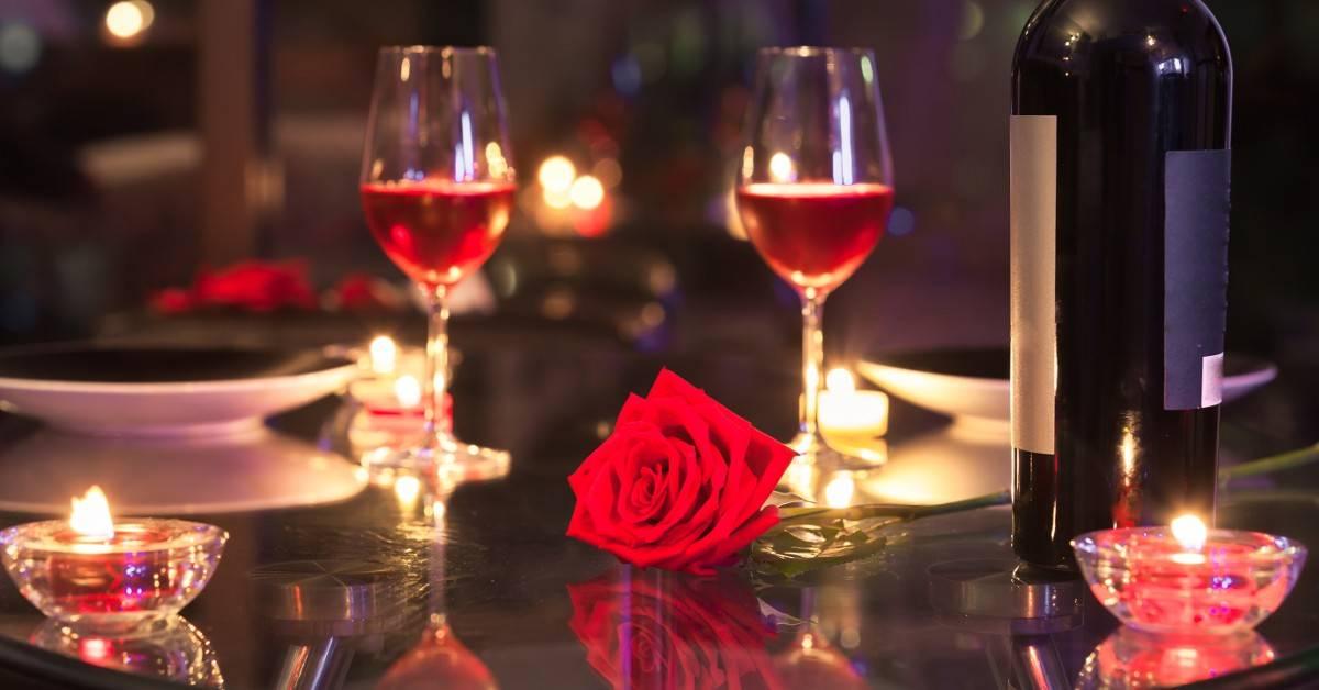 Romantikus, egyetlen asztalos vacsora a Littke Palace nagytermében