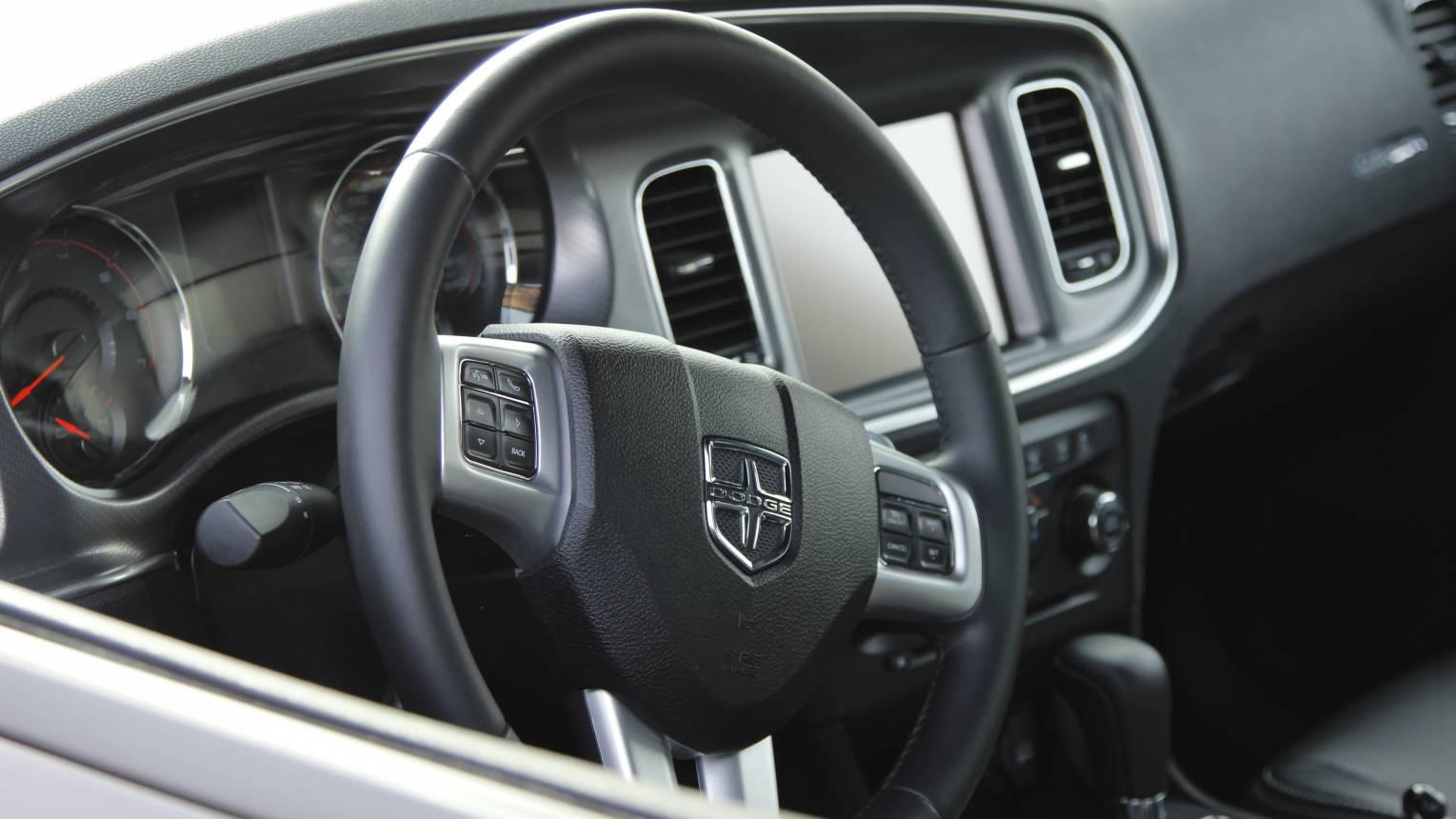 400 LE-ős Dodge Charger Need for Speed rendőrautóval utcai vezetés
