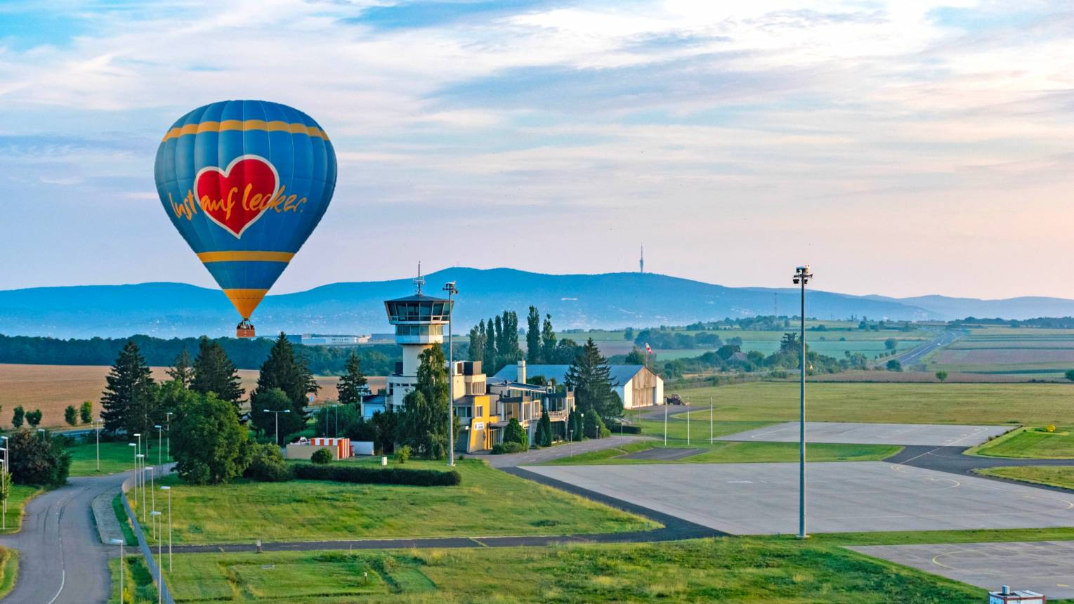 Suhanj hőlégballonnal Pécs felett