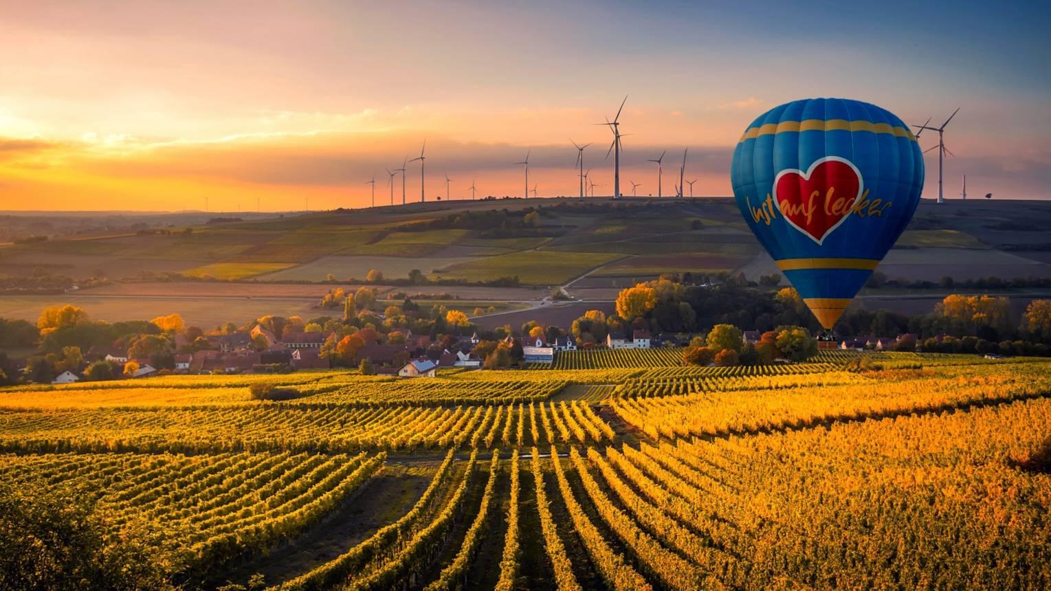 Suhanj hőlégballonnal Győr felett