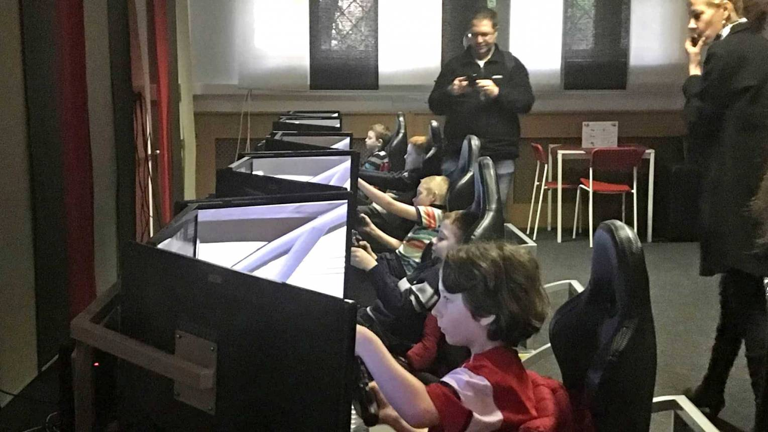 Autós szimulátor szülinapi buli gyerekeknek