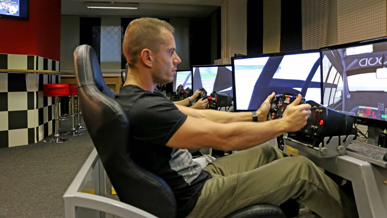 Autóverseny szimulátor 10 fős csapatépítésre