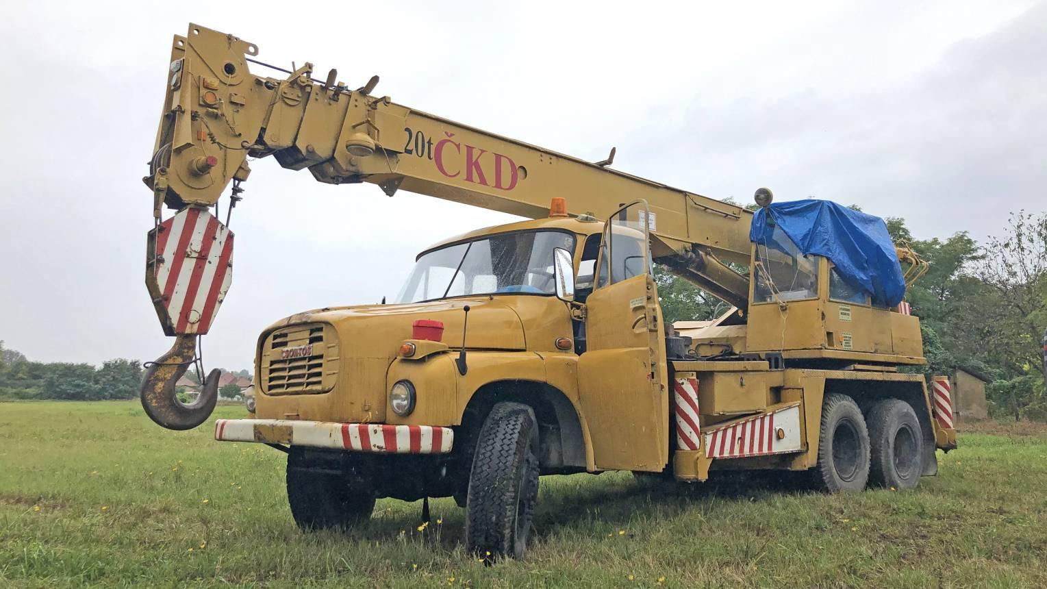 20 tonnás Tatra autódaruval autópakolás