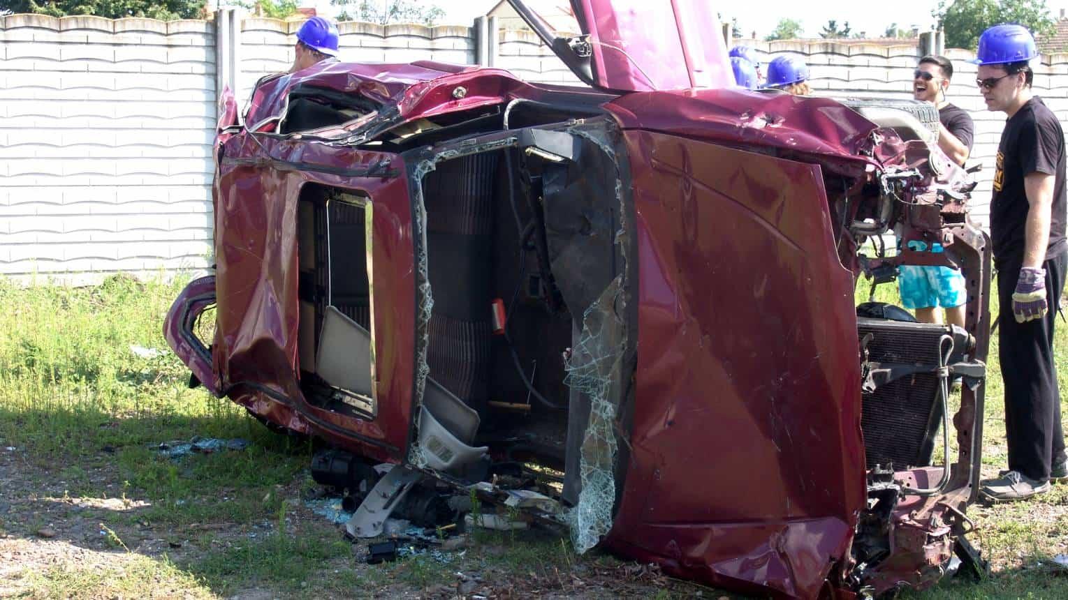 Autózúzás baseball ütővel és nagykalapáccsal 4 fő részére