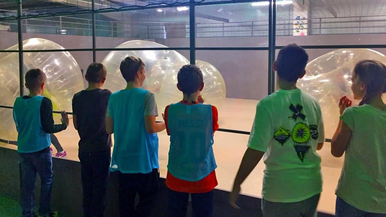 Buborékfoci élmény gyerekeknek fűtött pályán tortázással
