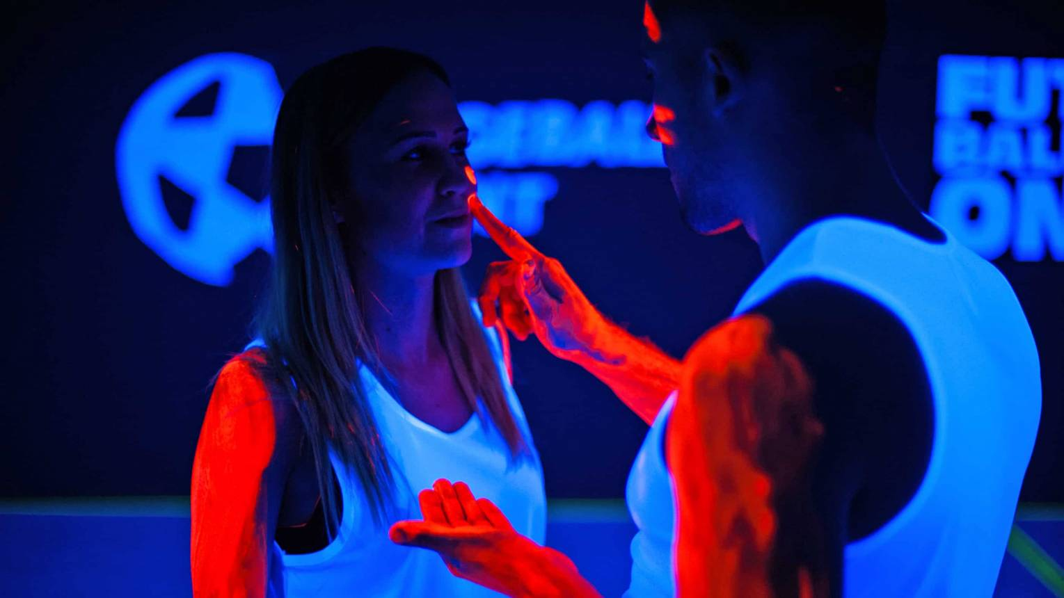 EXTRA Buborékfoci UV fényben világító játékosokkal