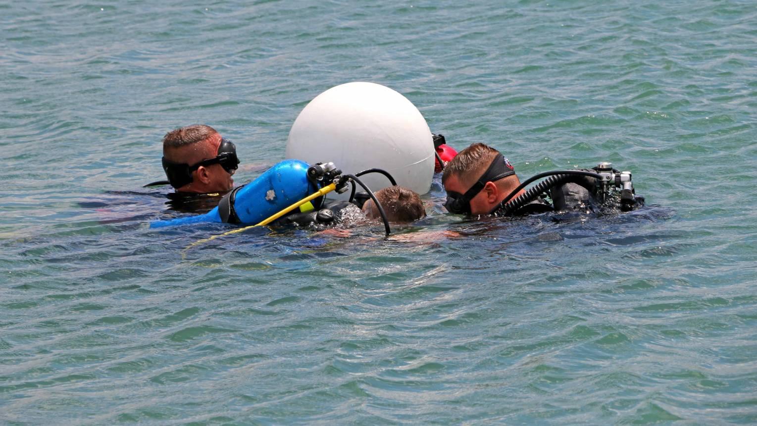 Leánykérés víz alatt, búvárkodás közben