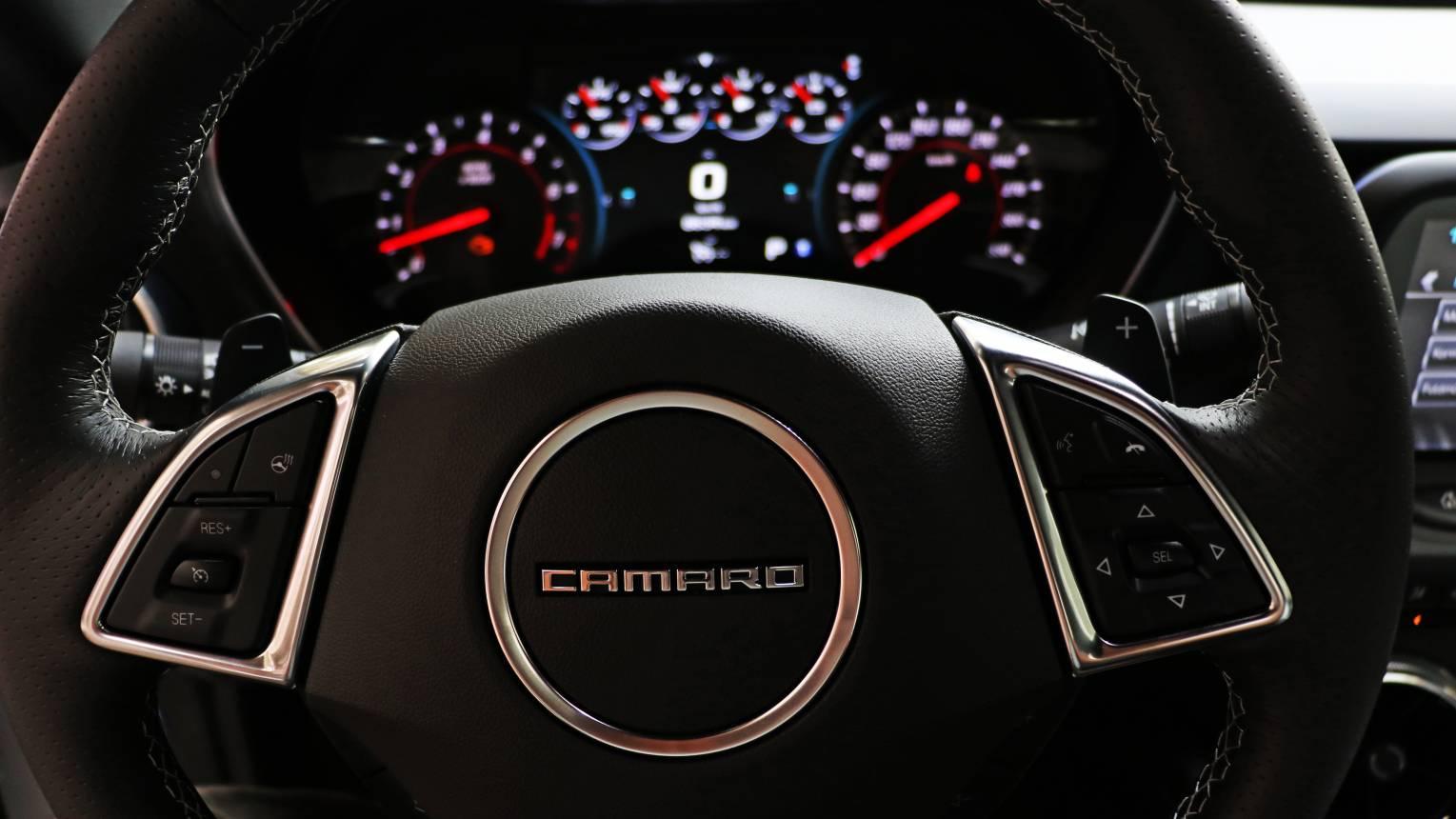 Űrdongóval Camaro taxi