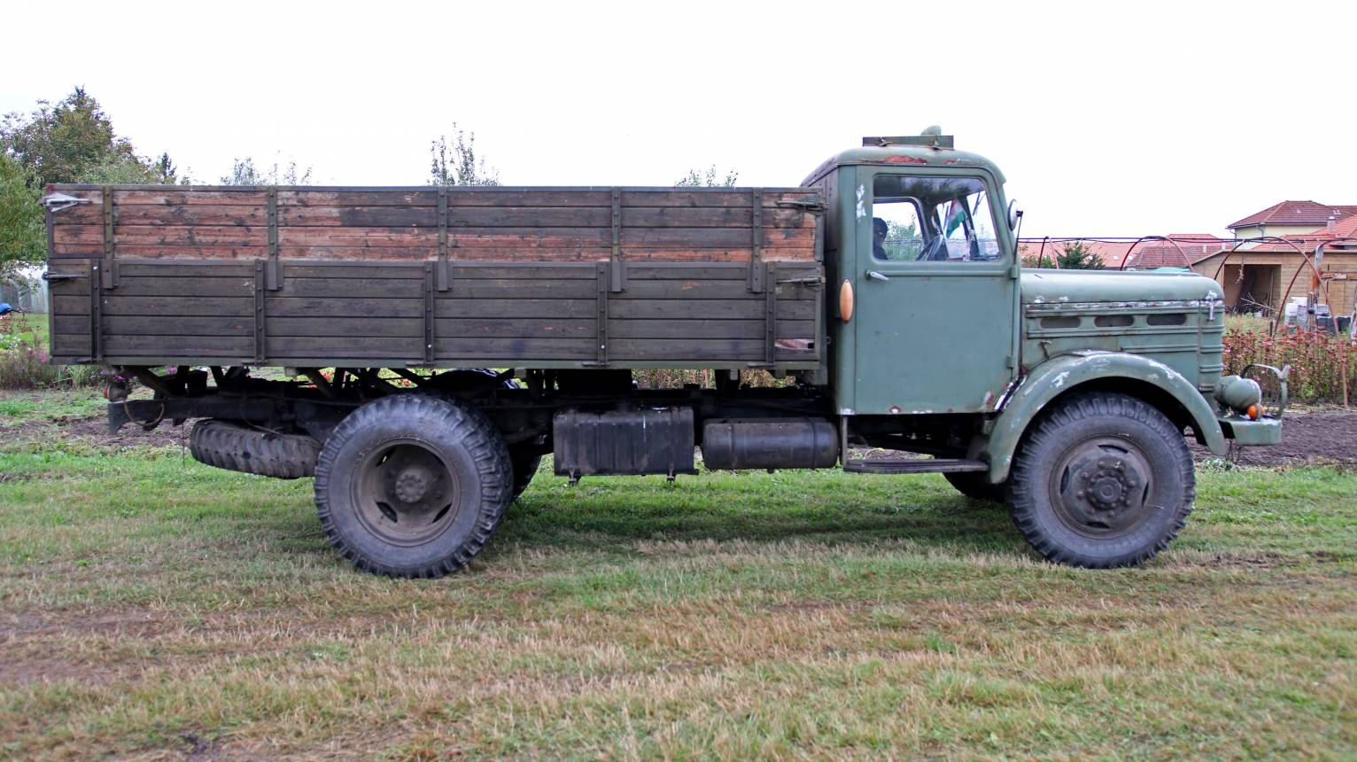 Katonai teherautó, igazi CSEPEL D344-es vezetése