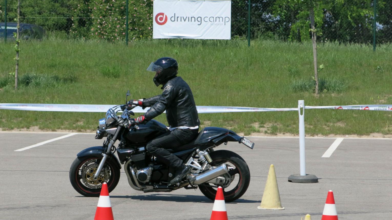 Motorkerékpár komplex vezetéstechnikai képzés a Driving Campen
