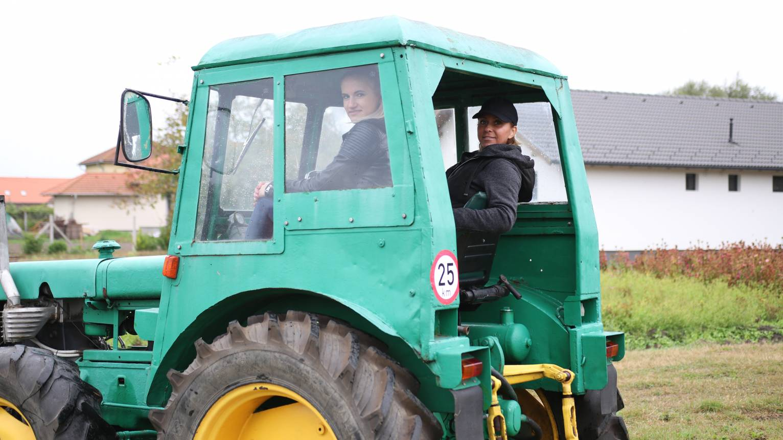 Dutra UE28-as traktor vezetése