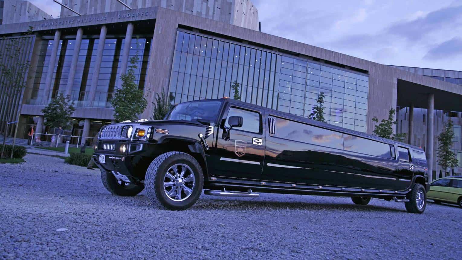 Fekete H2-es Hummer limuzin