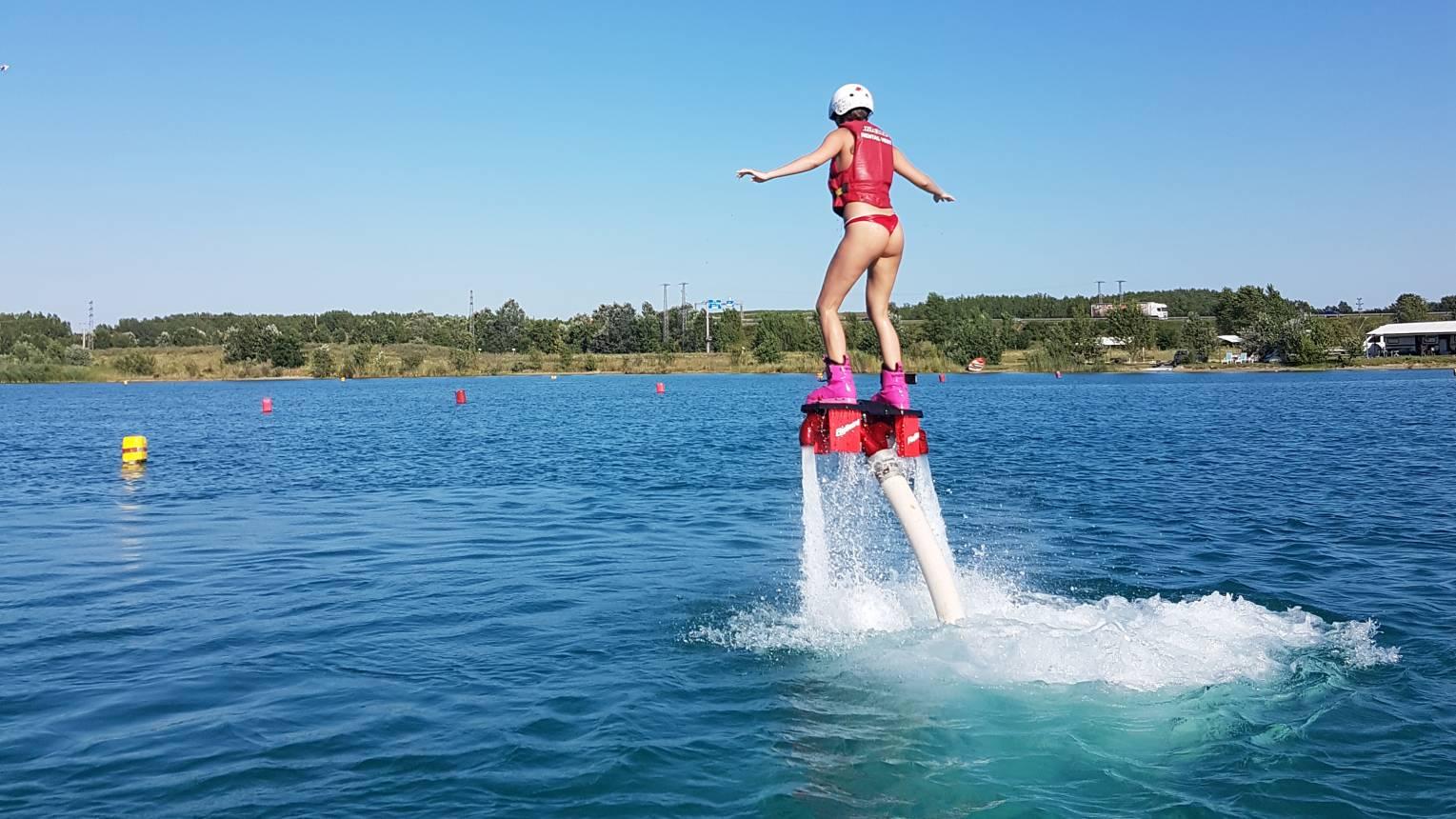 Flyboard élmény tengerkék tavon Budapest szélén