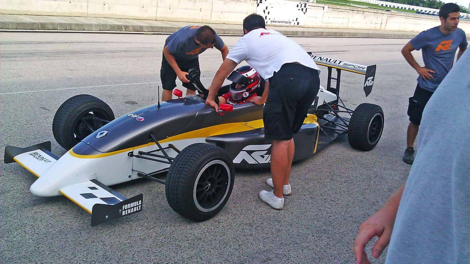 Formula Renault vezetés az Euroringen