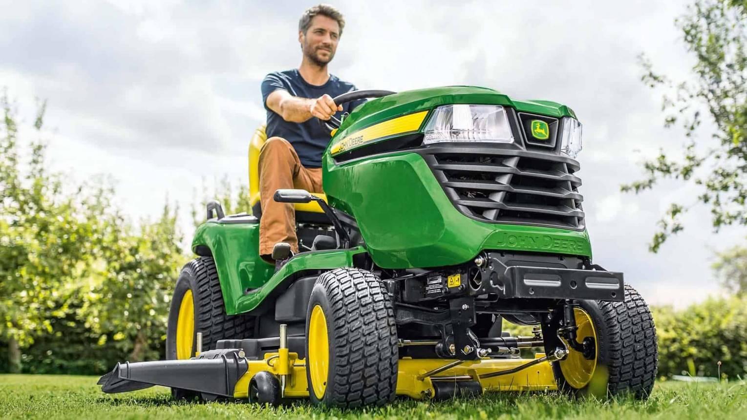 Családi élmény traktorozás