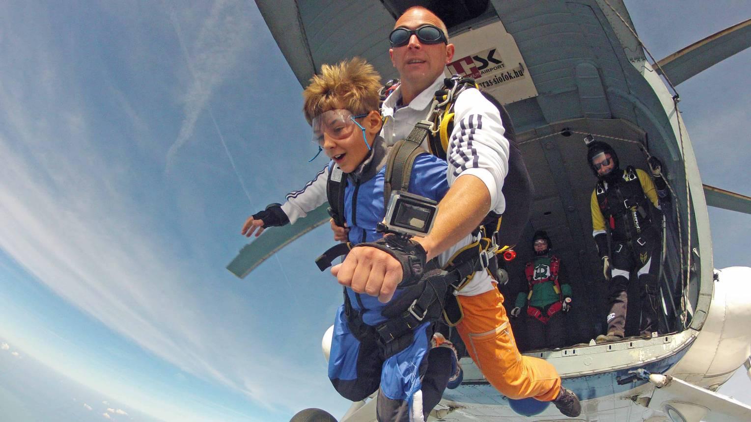Ejtőernyős tandemugrás 4000 méterről helikopterből
