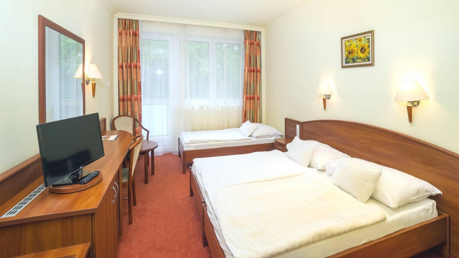 Kikapcsolódás Hajdúszoboszlói Thermal Hotelben 2 éjszaka kettesben, novemberig beváltható