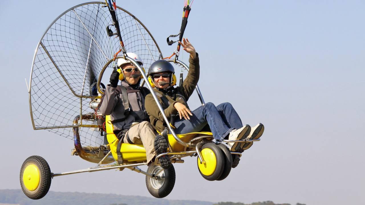 Hátmotoros tandem siklóernyőzés