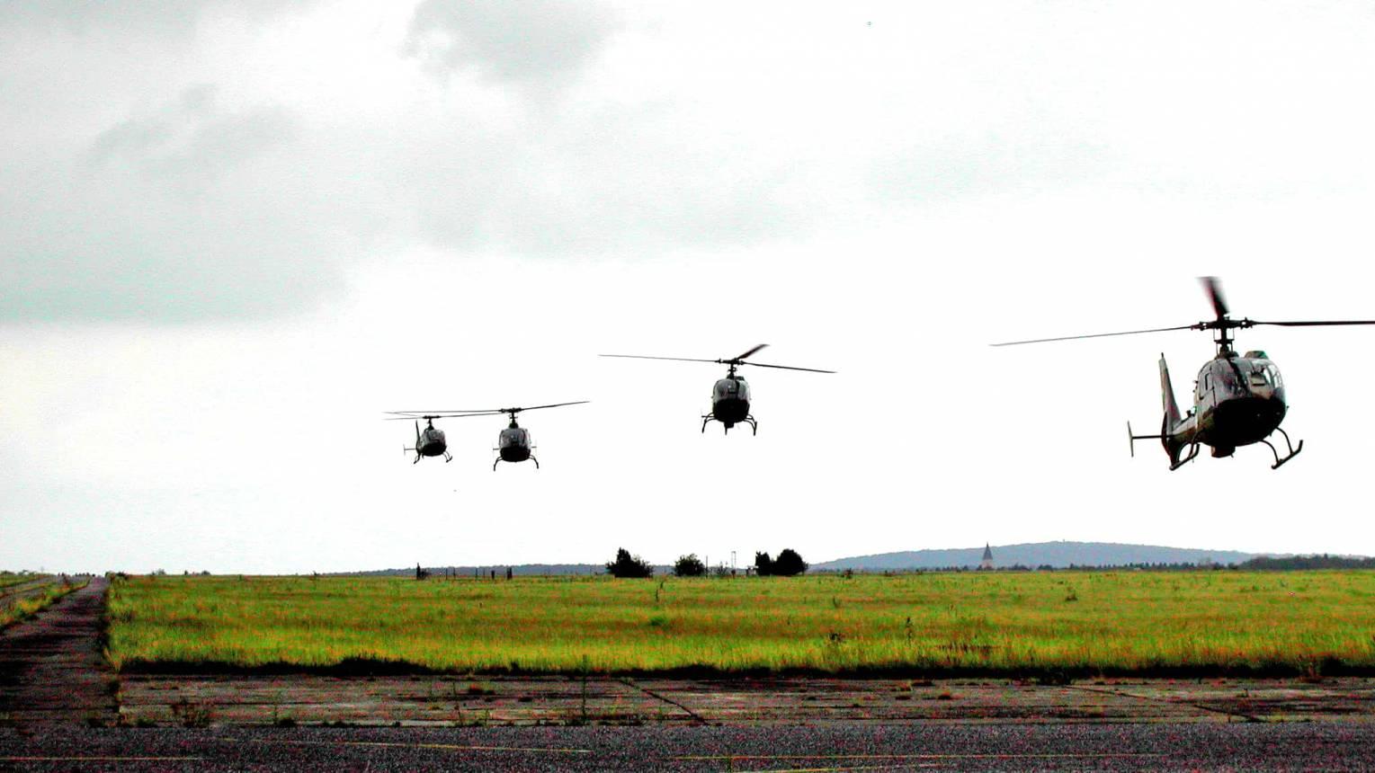 Kötelékrepülés katonai helikopterekkel 12 fő részére