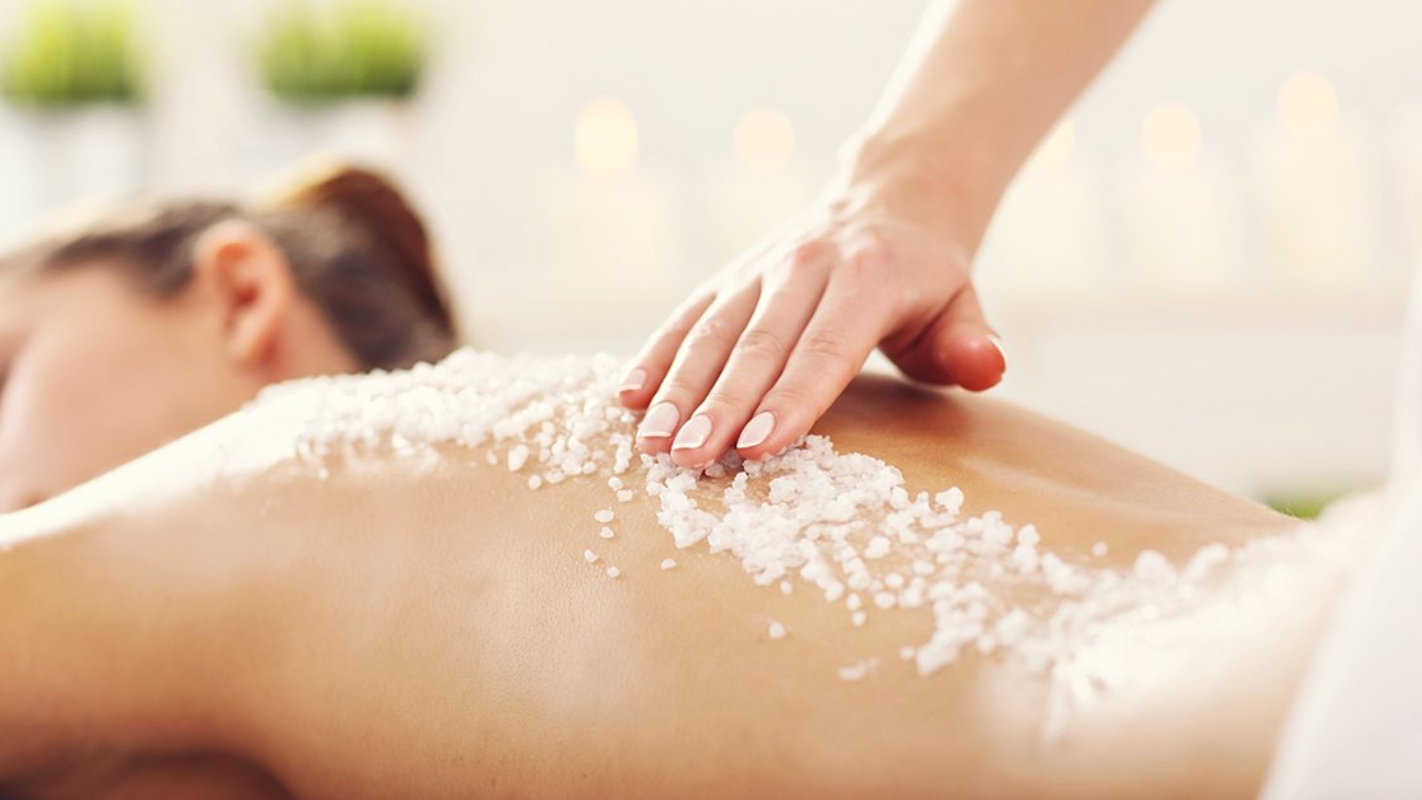 Himalája-sós teljes testradír kezelés Hévízen a Főnix Clubhotelben