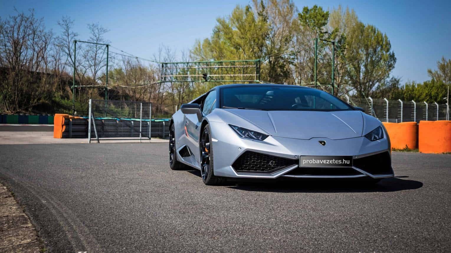 Lamborghini Huracán autópályás vezetés