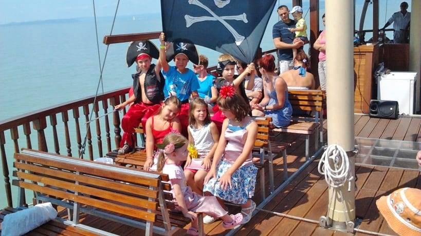 Kincskeresős Kalózprogram-Születésnapi buli kalózhajón a Balatonon